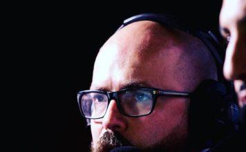 Le visage du commentateur de jeux de combat Dhrus