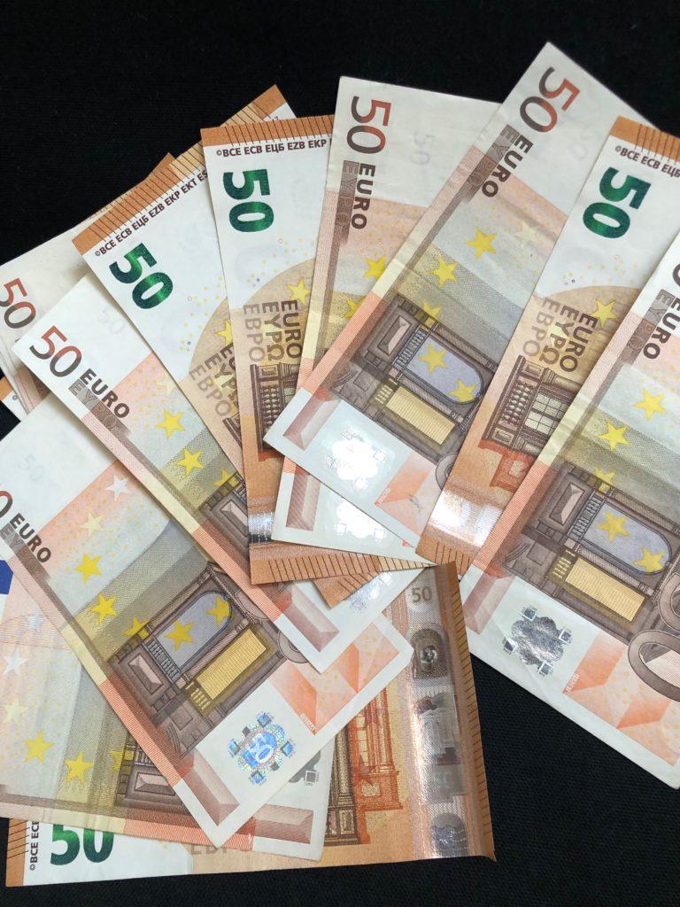 Plusieurs billets de 50 euros pour quelle console choisir