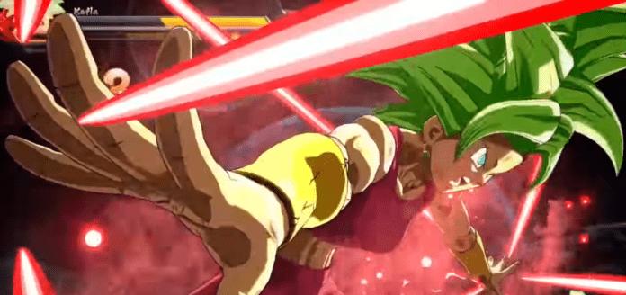 Le nouveau personnage de la saison 3 de Dragon Ball FighterZ Kefla en train de projeter des rayons avec les bras écartés.