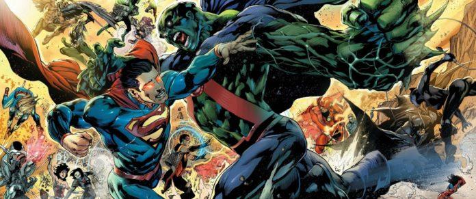 Superman et Hulk s'échangent des coups en symbolisant l'affrontement Marvel vs DC comics