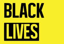 le logo du mouvement #blacklivesmatter sur fond jaune